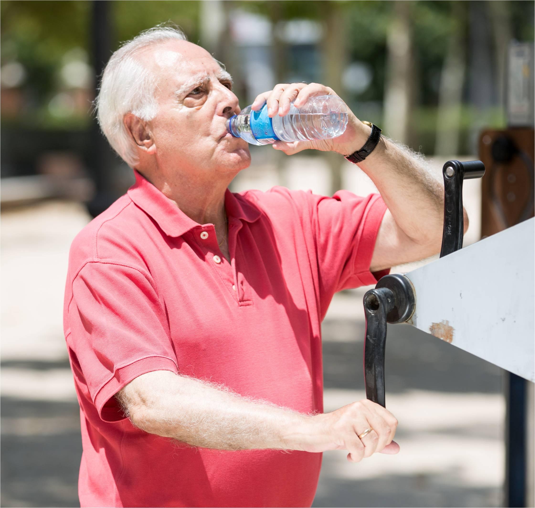 Beneficios de la hidratacion en los mayores