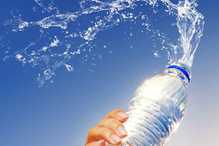 5 razones para incluir agua mineral en tu vida