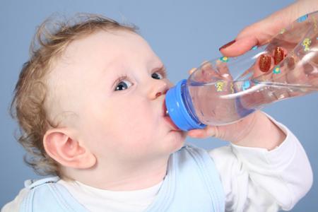 cuidado con la deshidratación en bebés