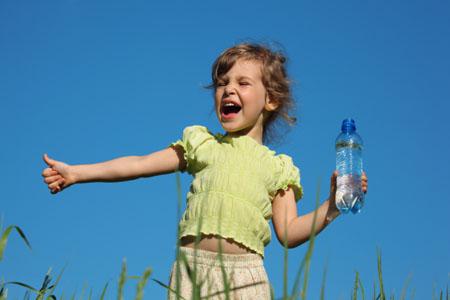 infancia y agua mineral